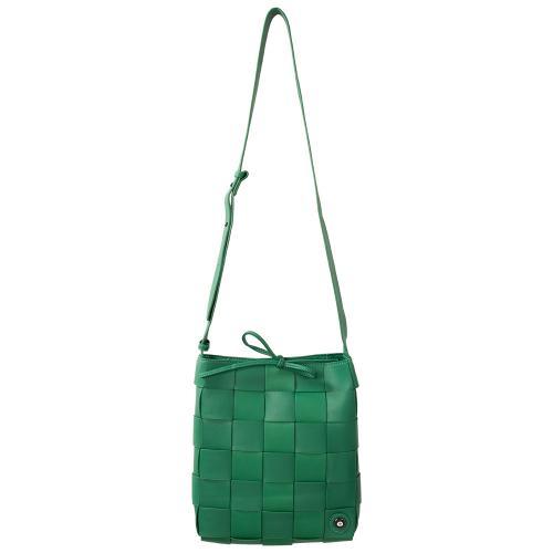 Τσάντα χιαστί πλεκτή, πράσινο οικολογικό δέρμα, αποσπώμενη θήκη και μάτι από σμάλτο. Διαστάσεις 25χ23εκ.
