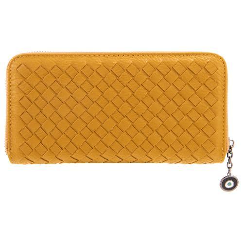 Μουσταρδί πορτοφόλι οικολογικό δέρμα, με σχέδιο πλέξης , μάτι από σμάλτο. Διαστάσεις 21x11εκ.